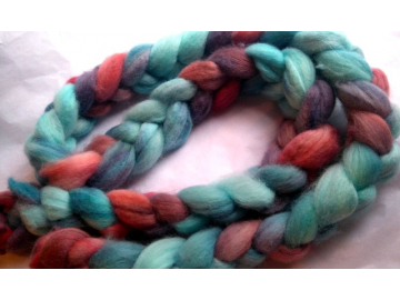 hand-dyed polwarth roving