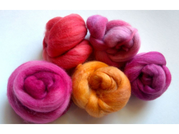 hand-dyed bluefaced leicester rovings