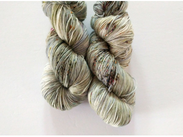hand-dyed merino + nylon sock yarn DOVE (speckled)